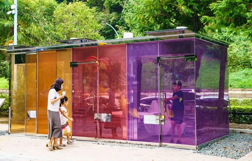Toilettes transparentes